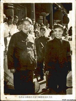 1966年夏毛泽东林彪在天安门城楼上
